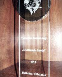 stiklinis apdovanojimas-didziausia-zuvis