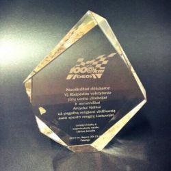 prabangus stiklinis apdovanojimas-eneos-1000