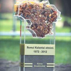 apdovanojimas-is-plastiko akrilo su gintaru kalantai