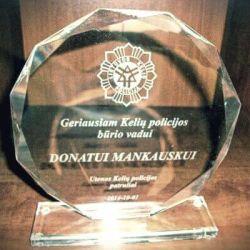 stiklinis apdovanojimas-policijai