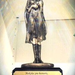 apdovanojimas-studiju-baigimo-proga graviruota statulele