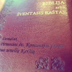 graviruotas biblijos-virselis