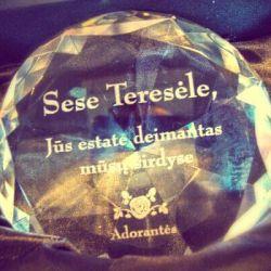 apdovanojimas stiklinis deimantas-Adorantes
