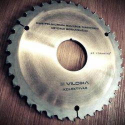dovana-bosui-diskas pjuklo su graviravimu