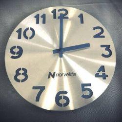 dovana-bosui-laikrodis-su-logo