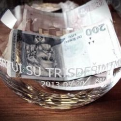 gimtadienio-pinigu-vaza