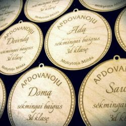 mediniai medaliai-nuo-mokytojos aukletiniams
