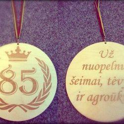 medalis padeka sveikinimas 85 metu prooga medinis