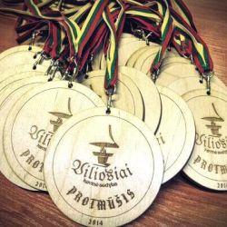 mediniai-medaliai-protmusis su juostelemis lietuvos veliava