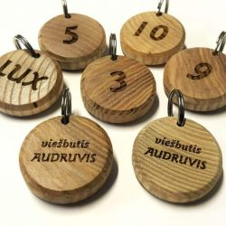 mediniai-pakabukai-raktu