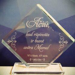 graviruotas stiklinis apdovanojimas padeka aukletojai nuo aukletiniu