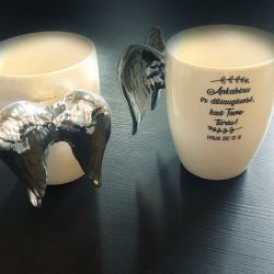 keramikiniai puodukai-balti-su-sparnais graviruoti