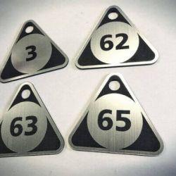 rubines-pakabukai-trikampiai-plastikas sidabrinio plastiko