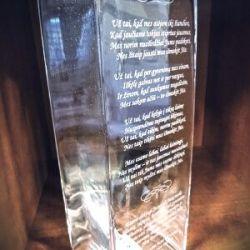 stikline vaza padeka teveliams su graviruotu tekstu