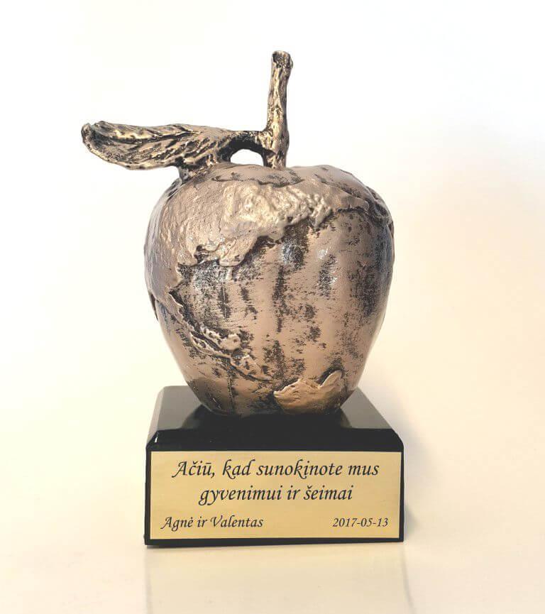 dovana-padeka-tevams-obuolys