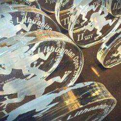 apdovanojimai is plastiko plexiglass pastatomi