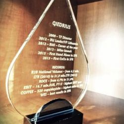 stiklinis apdovanojimas-statulele-lasas