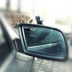 auto-veidrodelis-graviruotas valstybinis numeris