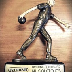 boulingo-apdovanojimas statulele