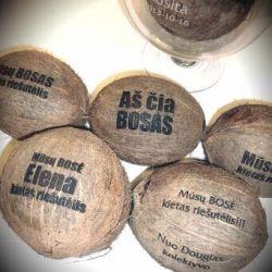 dovana-bosui-graviruotas-kokosas