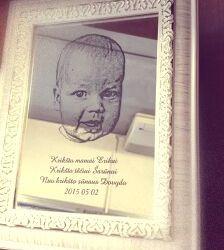 nuotrauka graviruota ant veidrodzio kriksto teveliams