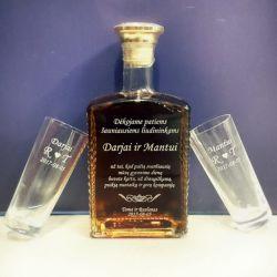 dovana-liudininkams-butelis graviruotas su taurėm