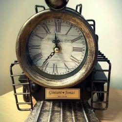 dovana-vestuviu-laikrodis su vardais