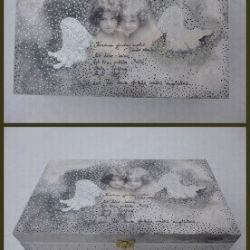 krikstynu dezute su angeliais dekoruota graviruota