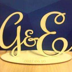 inicialai is medzio pjauti lazeriu mediniai vestuvinis stovelis