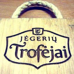 jegeriu-trofejai-lenta graviruota dovana