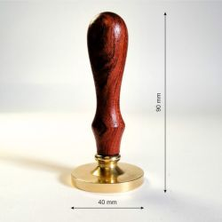 karsto-vasko-antspaudas-su-medine-rankenele-40mm
