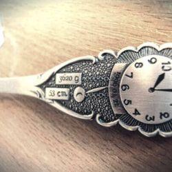 sidabrinis saukstelis su laikrodziu ir data graviravimui