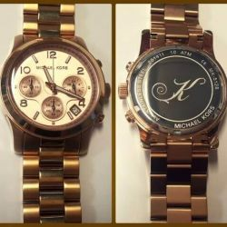 graviruotas laikrodis-michael-kors su inicialu