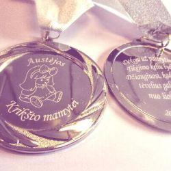 medalis-kriksto-mamytei metalinis sidabrinis