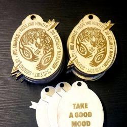 mediniai-medaliai hunter