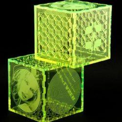 plastikinis neoninis kubas