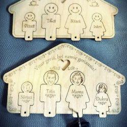 pakabukai-raktams-su-laikikliu seimai medinis