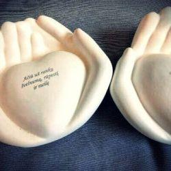 rankos is keramikos baltos