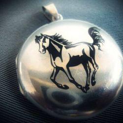 sidabrinis-pakabukas-zirgas