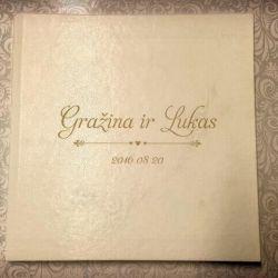 vestuvinis-albumas odinis baltas su vardais ir data