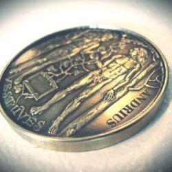 vestuviu-dovana-medalis graviruotas su vardais